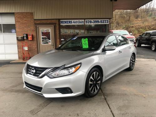 AUTO, A/C, AM/FM CD PLAYER, SIRIUS, BLUETOOTH, POWER WINDOWS/ LOCKS/ MIRRORS/ SEATS, CRUISE CONTROL, TILT WHEEL, KEYLESS ENTRY, FACTORY REMOTE START, ALLOY WHEELS, HEATED LEATHER INTERIOR, HEATED STEERING WHEEL, BLIND SPOT MONITOR, EMERGENCY BRAKING,  ONLY 17 K MILES!!